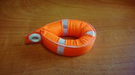 Kulcstartó Mentőöv 8cm (Merülésgátló szivacs, Neon narancs színben)